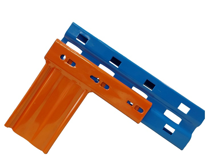 The center groove of the upright frame has rectangular openings for the 3 hooks on the end of the beam. The other rectangular holes beside the groove receive the punch-outs at the end of the beam.